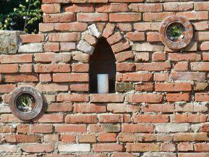 Strauchliebe Sichtschutz Backsteinmauer